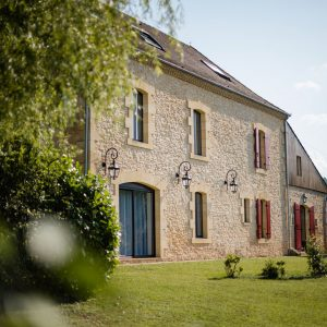 domaine benester siorac perigord gites chambres d'hotes maison pierre façade